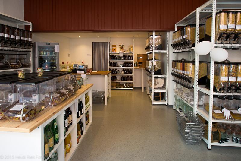 Blick in das Innere des Ladens und das Warenangebot