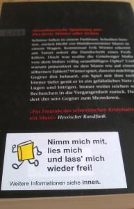 Rückseite eines Buchs mit Aufkleber