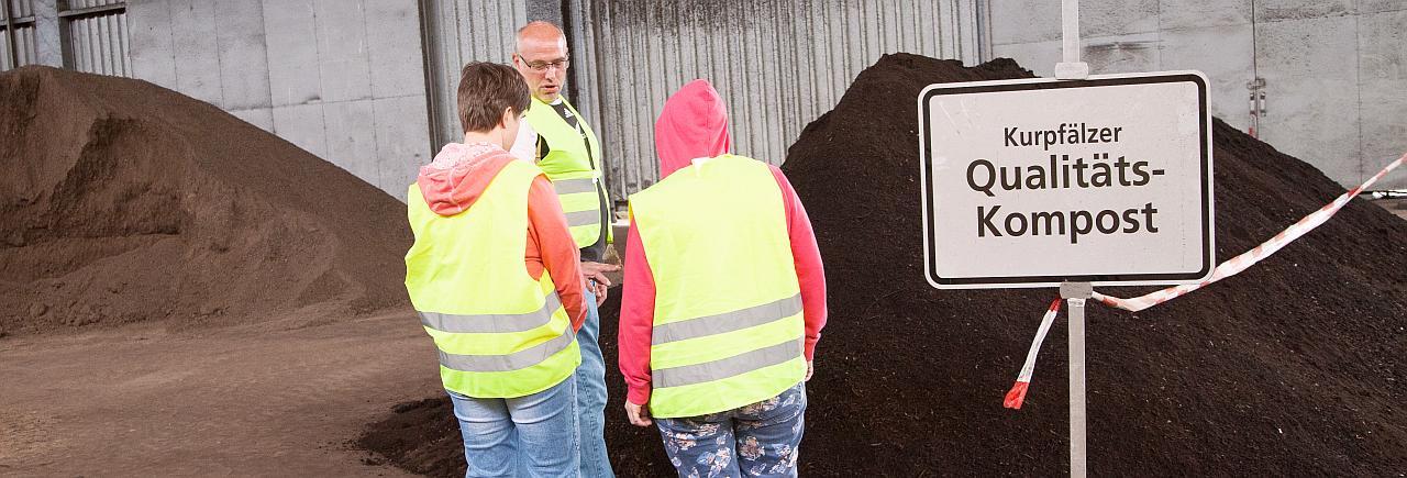 Führung im Kompostwerk in Wieblingen, Vorstellung des fertigen Komposts