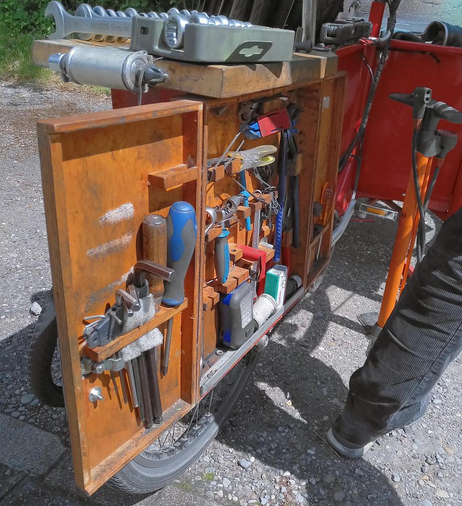 Werkzeug der Radambulanz.